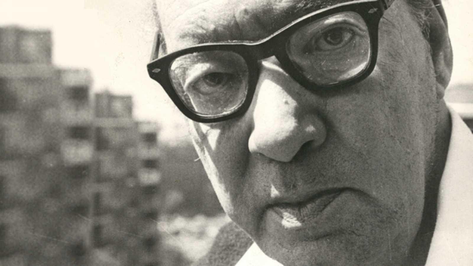 Emisión en árabe - Juan Carlos Onetti, Premio Cervantes 1980 - 23/09/21 - escuchar ahora