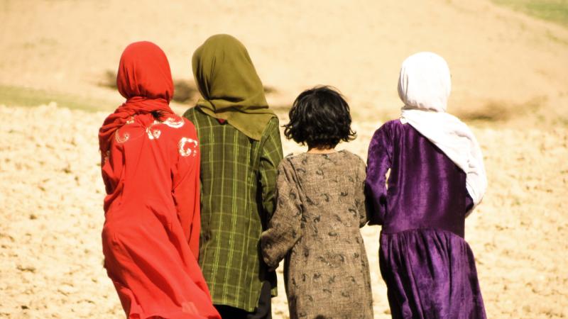 Más cerca - Las niñas afganas, las víctimas más débiles del conflicto - Escuchar ahora