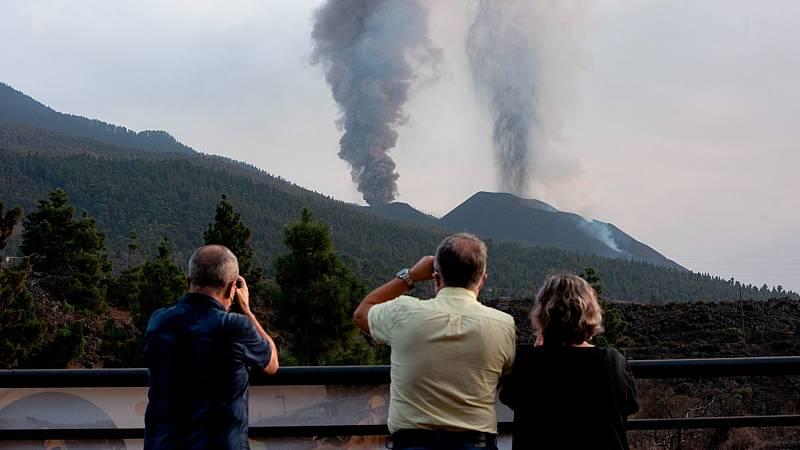 """14 horas - La Palma, un mes después del inicio de la erupción: """"Tenemos que reinventarnos"""" - Escuchar ahora"""