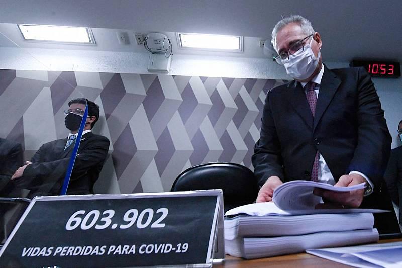 Cinco Continentes - Bolsonaro, señalado por un informe que investiga su gestión de la pandemia - Escuchar ahora