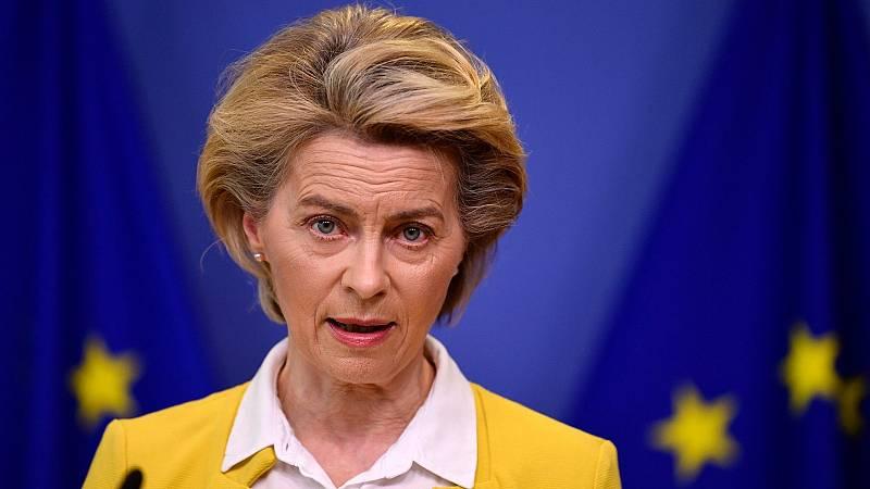 Boletines RNE - Von der Leyen esperará a que el Tribunal de Justicia de la UE se pronuncie antes de retirar los fondos a Polonia - Escuchar ahora