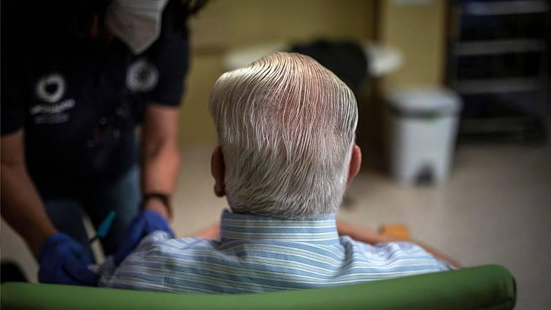 14 horas Fin de Semana - Tercera dosis para mayores de 70 años en la mayoría de CC.AA, simultánea con la antigripal - Escuchar ahora