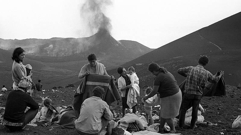 """Las mañanas de RNE con Íñigo Alfonso - Cincuenta años del Teneguía: un volcán más """"amable"""" y una erupción que solo la CIA previó - Escuchar ahora"""
