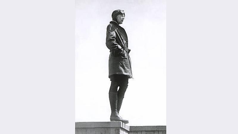 Efemérides - La desaparición de Amelia Earhart - 02/07/10 - Escuchar ahora