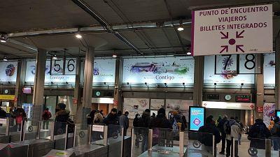 """Las mañanas de RNE con Íñigo Alfonso - Atrapados en Madrid por el temporal: """"Hemos comprado todos los trenes posibles y se cancelaban. Ha sido desesperante"""" - Escuchar ahora"""