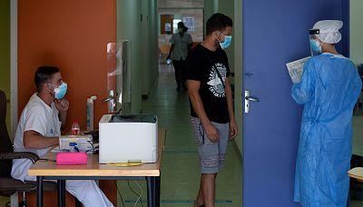 Boletines RNE - Casi 3.000 nuevos contagios en 24 horas y 2.492 más de datos atrasados - Escuchar ahora