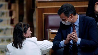 Boletines RNE - El Congreso aprueba el decreto económico para la reconstrucción - Escuchar ahora