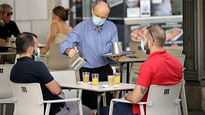 Boletines RNE - Los contagios vuelven a subir: 1.772, sin contar País Vasco y Castilla-La Mancha - Escuchar ahora