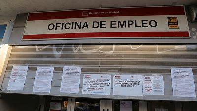 """Las mañanas de RNE con Íñigo Alfonso - Empleados del SEPE: """"Tenemos miedo a abrir las oficinas porque quedan muchos ERTE por pagar y estamos recibiendo insultos"""" - Escuchar ahora"""