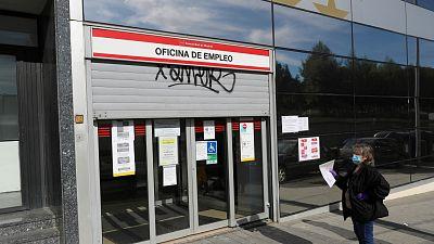 Boletines RNE -España pide ayuda a Europa para pagar los Ertes y a los autónomos - Escuchar ahora