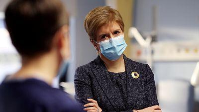 Boletines RNE ¿ Escocia vuelve al confinamiento total - Escuchar ahora