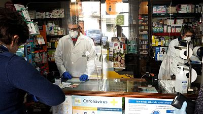 """Las mañanas de RNE con Íñigo Alfonso - Consejo General de Farmacéuticos: """"No habrá mascarillas para todos hasta dentro de una o dos semanas"""" - Escuchar ahora"""