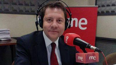 """Las mañanas de RNE con Íñigo Alfonso - Emiliano García Page, presidente de CLM: """"Ya no se puede actuar con carácter preventivo. Habrá que hacer acupuntura y poner la aguja donde haya incidencia"""" - Escuchar ahora"""