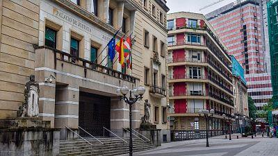14 horas - El Gobierno vasco estudia pedir la recusación del juez que ordenó reabrir la hostelería tras menospreciar a los epidemiólogos - Escuchar ahora
