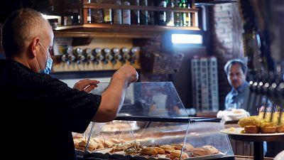 España a las 8 Fin de Semana - El sector hostelero calcula que se perderán más de medio millón de puestos de trabajo - Escuchar ahora