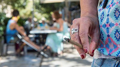 Boletines RNE - La Justicia da la razón a Madrid: se prohíbe fumar en la vía pública - Escuchar ahora