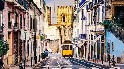 Boletines RNE - Lisboa vuelve al confinamiento - Escuchar ahora