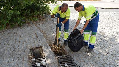 Las mañanas de RNE con Íñigo Alfonso - A mano o con camiones el objetivo es limpiar las alcantarillas por la lluvia - Escuchar ahora