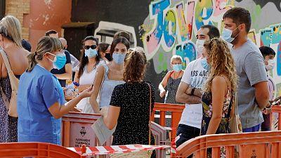 Boletines RNE - Más de 8.000 nuevos contagios durante el fin de semana y 675 brotes activos - Escuchar ahora