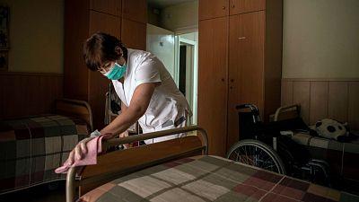 14 horas - El personal de limpieza, seguridad y asistencia a mayores reclama los derechos de los sanitarios - Escuchar ahora