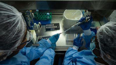 """14 horas - Pros y contras de la suspensión de patentes: """"Puede poner en riesgo la investigación de las farmacéuticas"""" - Escuchar ahora"""