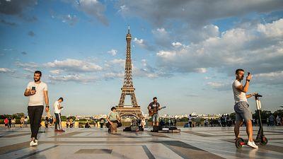 Las mañanas de RNE con Íñigo Alfonso - La Torre Eiffel reabre tres meses y medio después sin colas y sin ascensores - Escuchar ahora
