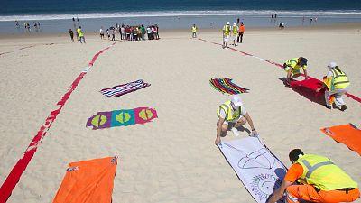 Boletines RNE - Las recomendaciones de Sanidad para las playas: mantener la distancia y desinfectar los elementos comunes - Escuchar ahora