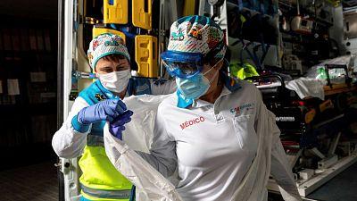 Boletines RNE - Sanidad añade 27.404 casos nuevos de COVID-19 y 101 fallecidos desde el viernes - Escuchar ahora