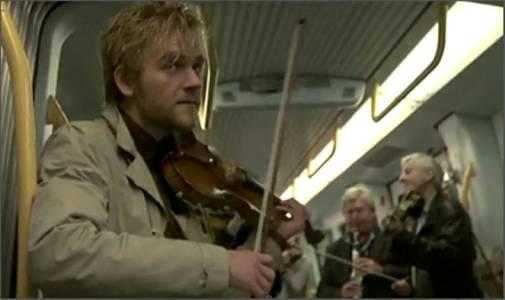 On Off: La filarmónica sube al metro