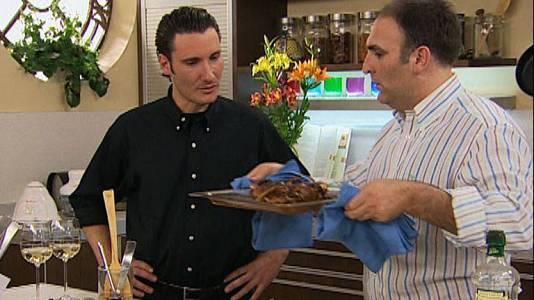 Cordero y una ensalada griega