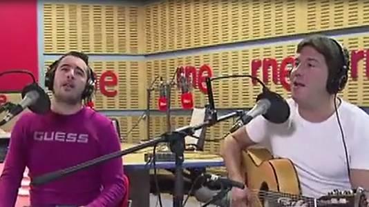 """Andy y Lucas cantan """"Echándote de menos"""" (vídeo)"""