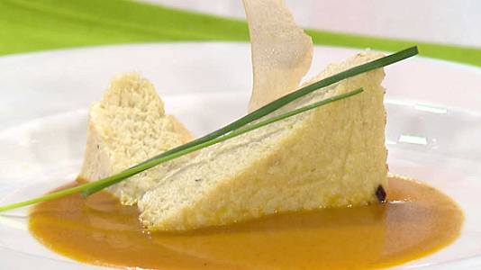 Pastel de bacalao sobre crema dulce de zanahoria