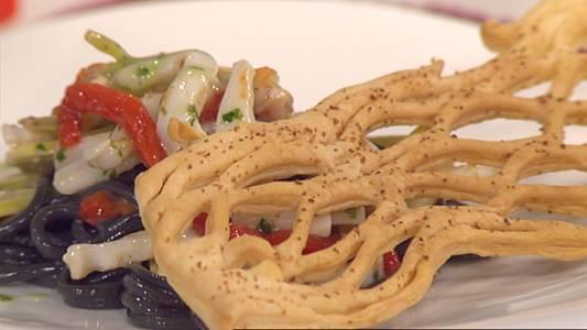 Ensalada de pasta y berberechos con vinagreta de albahaca
