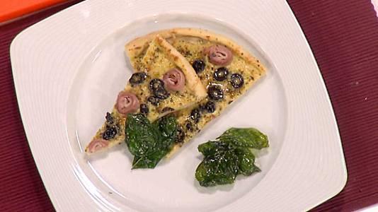 Pizza a la crema de puerros, parmesano y jamón cocido