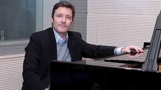 Daniel Ligorio (piano)