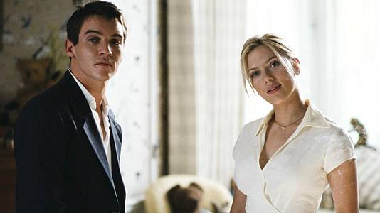 Scarlett Johansson y Jonathan Rhys Meyers en 'Matchpoint', de Woody Allen, este sábado en 'Versión Europea'