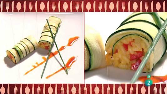 Rulo de calabacín relleno de arroz con verduras