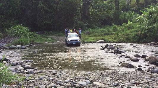Cruzando ríos en la sierra hondureña