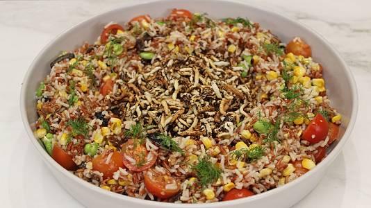 Ensalada de arroz y muslo de pavo asado