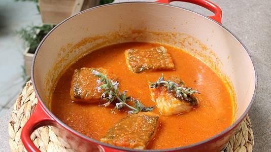 Bacalao con tomate y pestiños