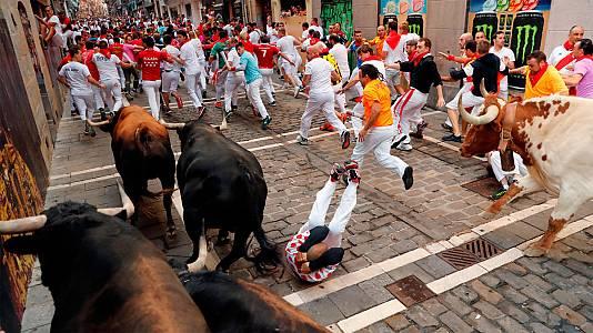 Frenético y emocionante séptimo encierro de Sanfermines, con toros de La Palmosilla
