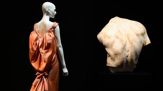 Exposición Back Side / Dos à la mode