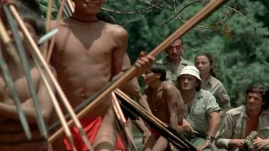 Un campamento en la selva virgen