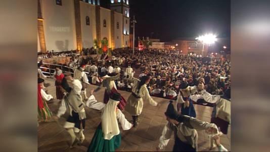 Tenderete - 16/04/2021  con Parranda de Ingenio con solistas, Parranda Hupal y Chácaras en Tenderete  (2002)