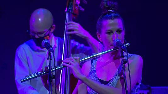 María Toro, flauta