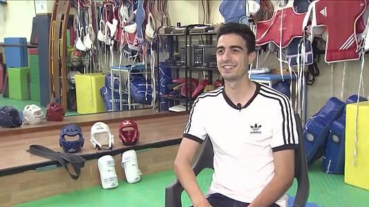Joel González, doble medallista en taekwondo