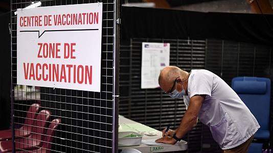 Más de millón y medio de franceses piden vacunarse tras la imposición del certificado COVID para acceder a algunos servicios