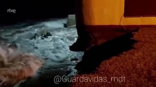 Argentina: cae al mar una casa de dos plantas