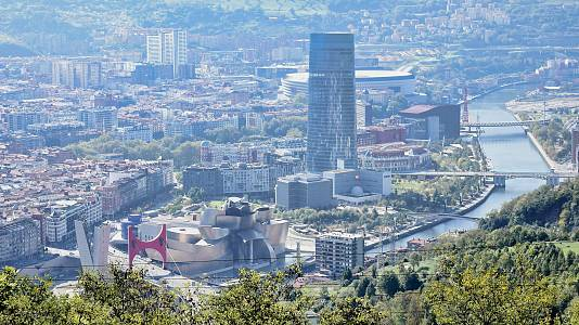 Un viaje a lo alto de Bilbao en el funicular de Artxanda
