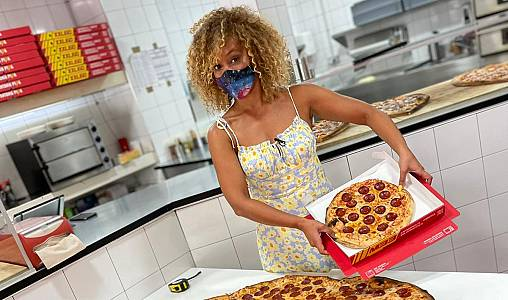 Mary Ruiz y la mayor pizza de España